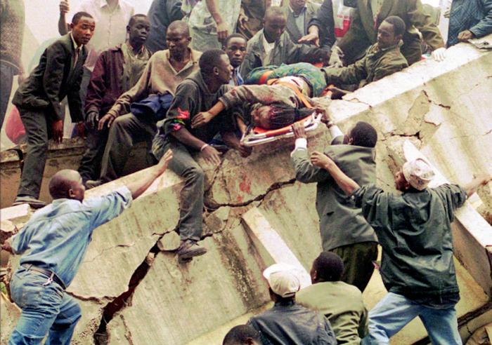 Взрывы в посольствах США в Кении и Танзании.