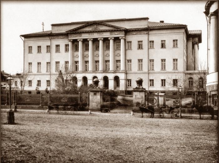 Здание Московского университета на Моховой.