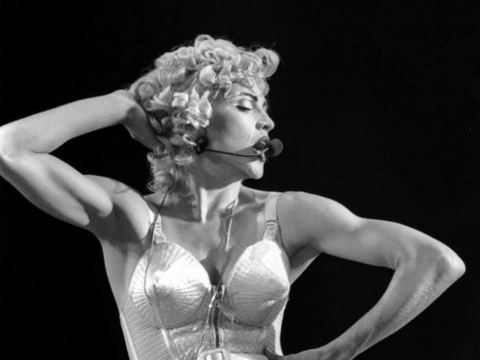 Мадонна в бюстгальтере-пуле от Готье.