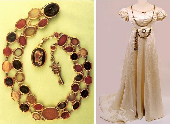 В отличие от первых шатленов, которые делали только из металла, позже появились настоящие украшения, похожие на колье из агатов с медальоном-камеей.