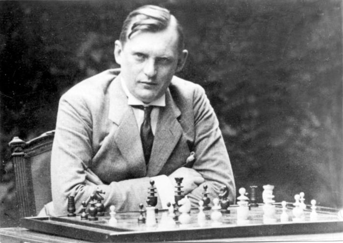 Известный шахматист, чемпион мира Александр Алехин.