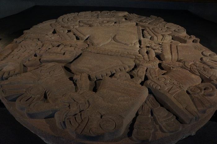 Барельеф ацтекской богини и другие бесценные артевакты, найденные в неожиданных местах.