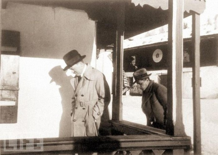 1931 ���. ������ � ���������� � ����� ����������. �� ������� ���� ���������� ����������� ���������������� ������� ��� �����: «��� ������ ������ � ������������».