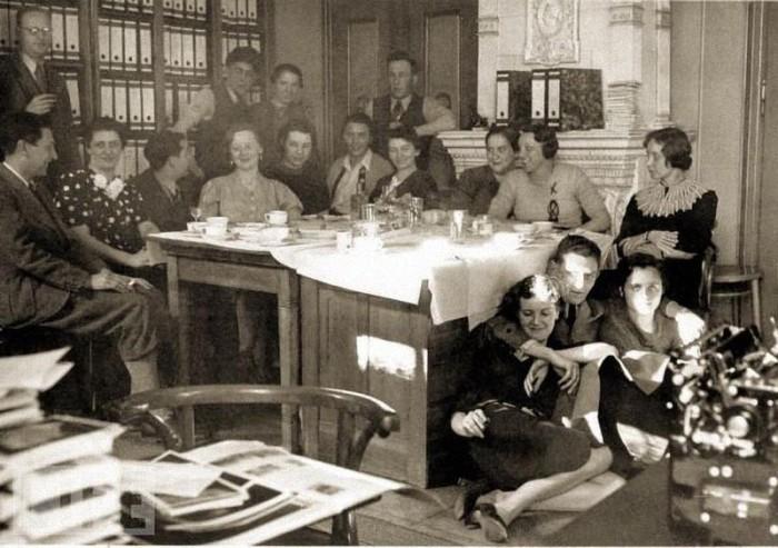 В мастерской Генриха Гофмана, 1938 год.