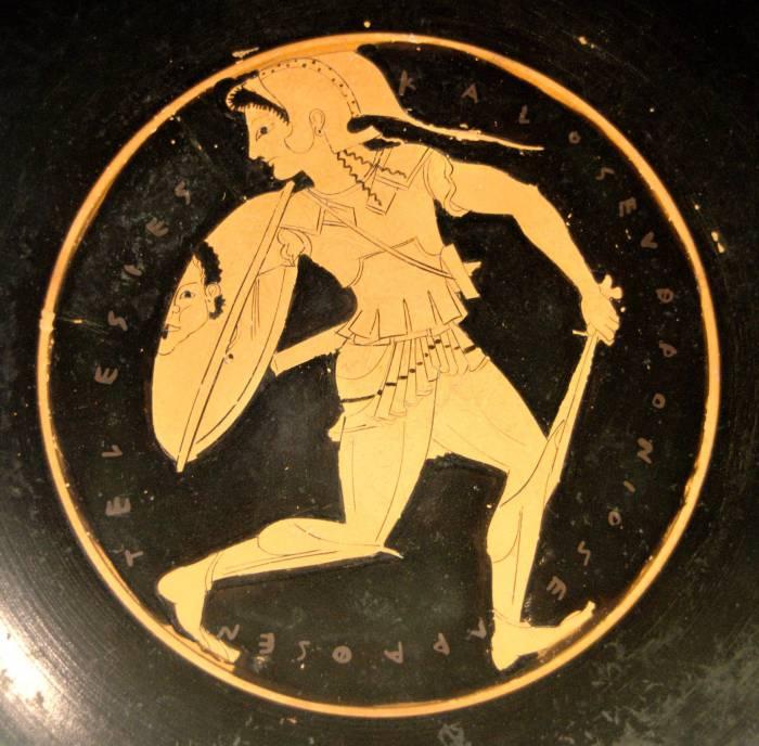 Амазонка со щитом, на котором изображена голова Горгоны. / Фото: i.imgur.com