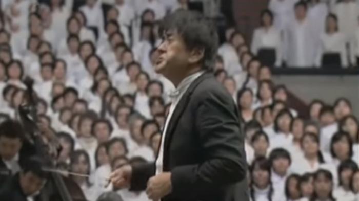 10 000 японцев исполняют симфонию Бетховена.