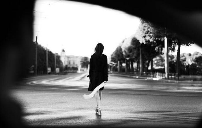 «Та женщина, которая ушла…»: стихотворение о расставаниях и потерях