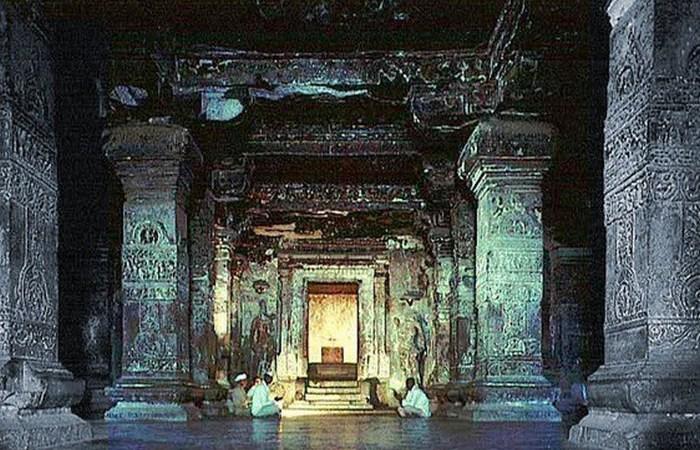Кайлаш (Кайласанатха) - храм с тысячелетней историей.
