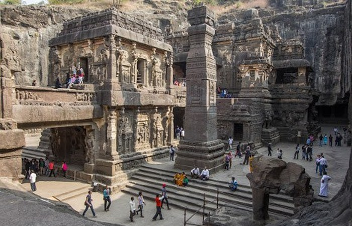 Грандиозный храм Кайлаш (Кайласанатха).