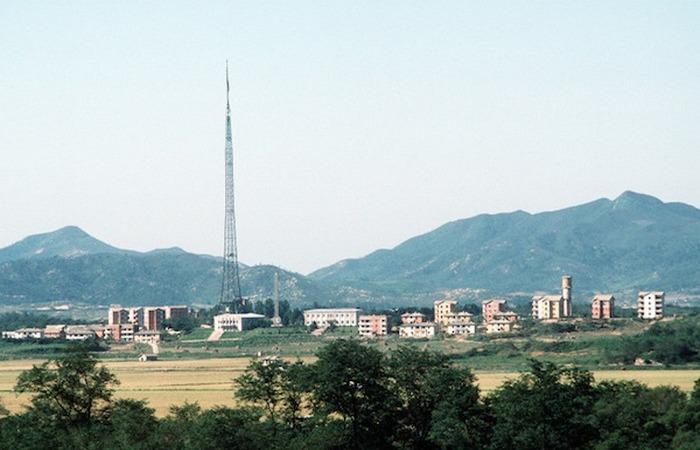 Таинственный поддельный город на границе Северной Кореи.