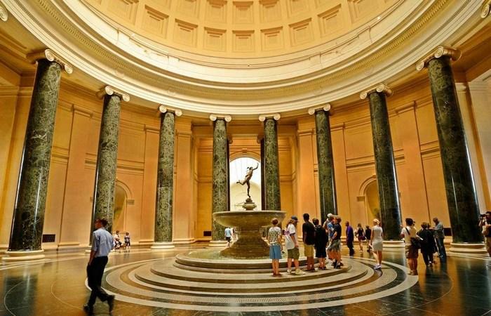 Национальная галерея искусств в Вашингтоне.
