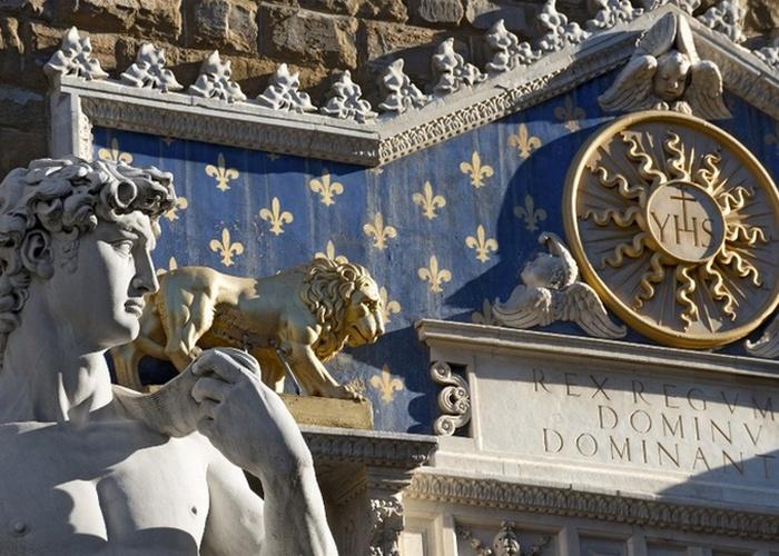 Давида изначально должны были установить на большой высоте.