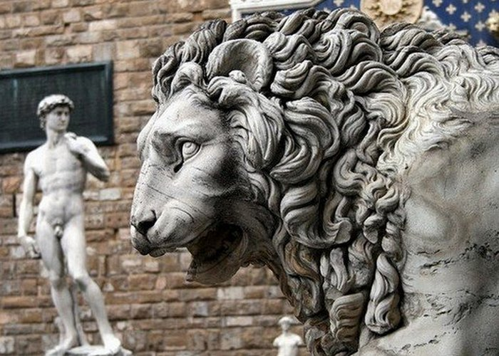 Флоренция изгнала семью Медичи.