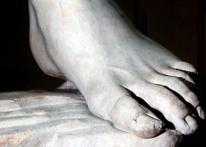 Статуя пережила вандализм в современную эпоху.