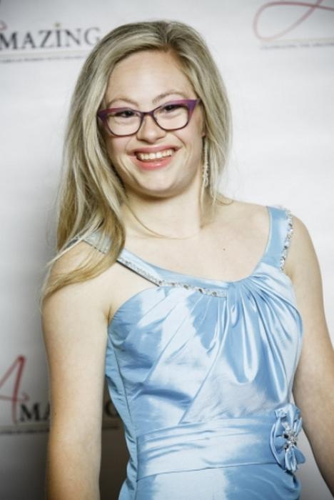 22-летняя Микайла Холмгрен.