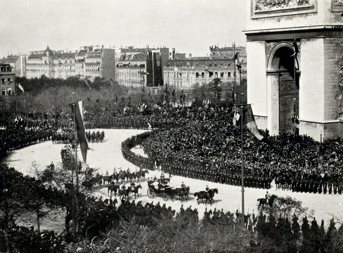 Панорама въезда императорской четы в Париж (фрагмент).