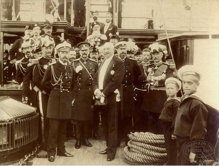 Император Николай II с президентом Франции Феликсом Фором.