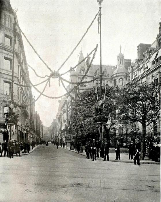Украшение улиц Парижа.