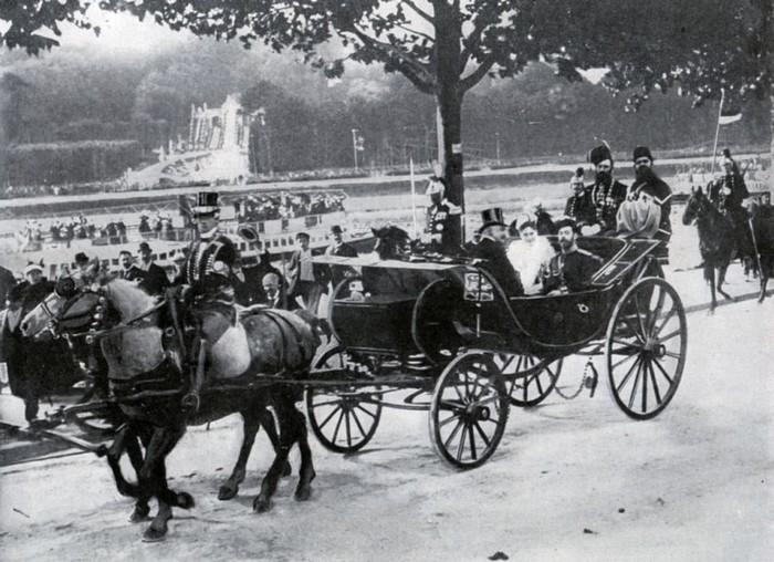 Российская императорская чета в Париже.