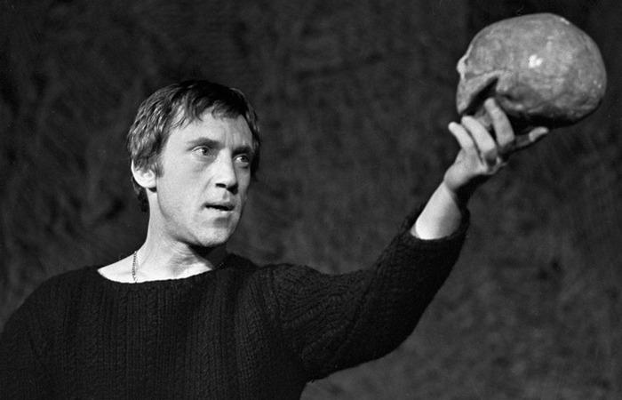 Гамлет  в исполнении Владимира Высоцкого.