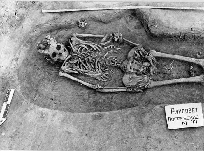 Скелет женщины, умершей при родах.