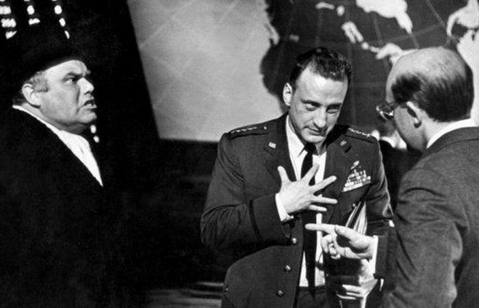 Комедия «Доктор Стрейнджлав, или Как я научился не волноваться и полюбил атомную бомбу»./фото: intersinema.com