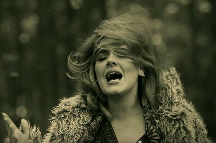 Адель в новом клипе «Hello»
