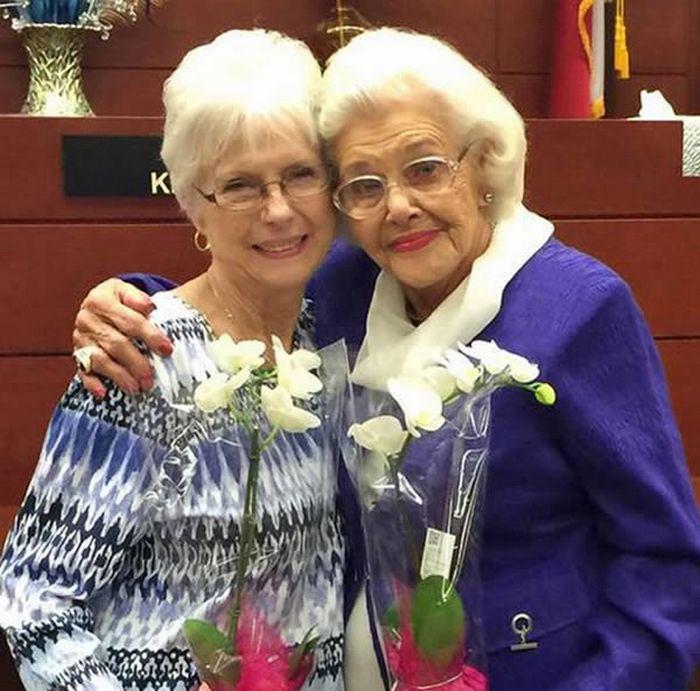 Женщина, которая стала матерью в 92 года, удочерив 76-летнюю дочь.