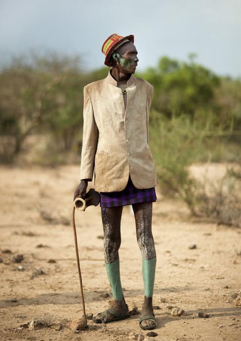 Жених из африканского племени хамар.