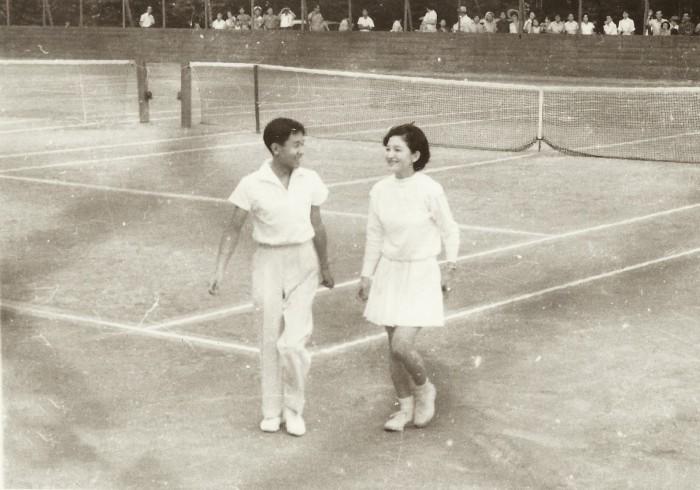 Роман на теннисном корте.