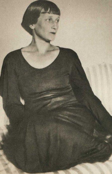 Анна Ахматова./фото: wallpapers1920.ru