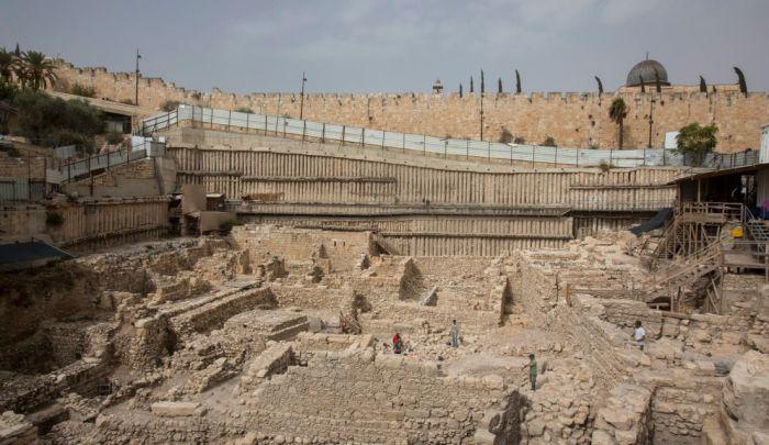 Легендарная крепость Акра, которую искали более 100 лет, и другие открытия года.