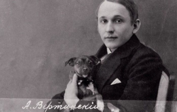 Александр Вертинский со своим псом.