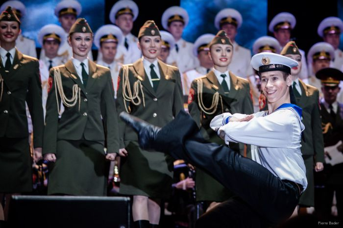 Выступление ансамбля песни и пляски Российской Армии имени А.В. Александрова.