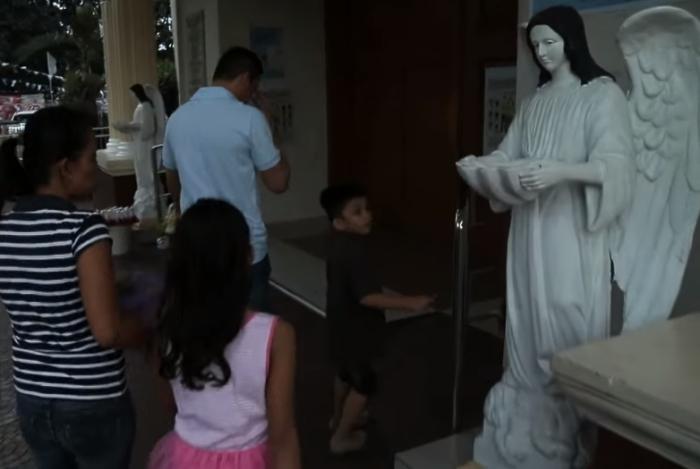 Филиппинки весьма набожны и не приемлют аборты.