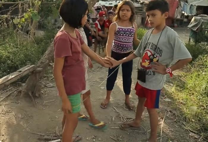 Такие разные филиппинские дети.