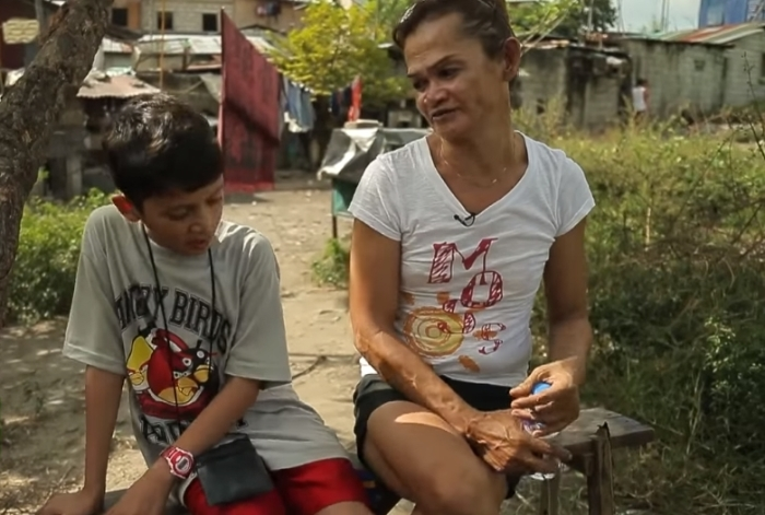 Трансгендер Пиа со своим приёмным сыном.