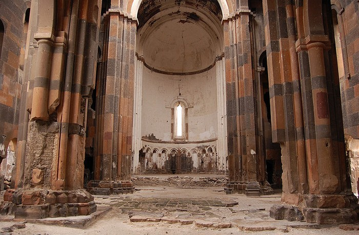 Внутри храма.