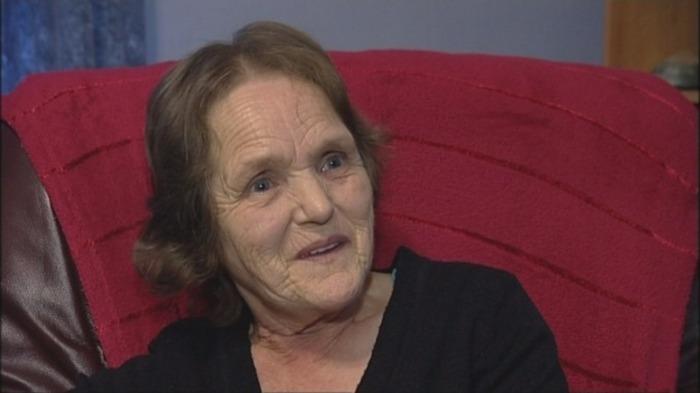Энн Вудс - женщина, которой нравится корчить гримасы.