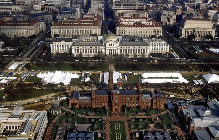 Смитсоновскому институту принадлежит множество музеев.