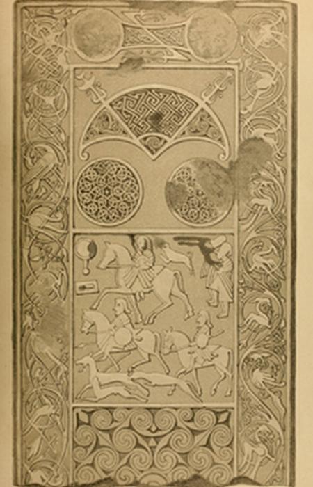 Помимо основной части стелы существует около 3000 её фрагментов.