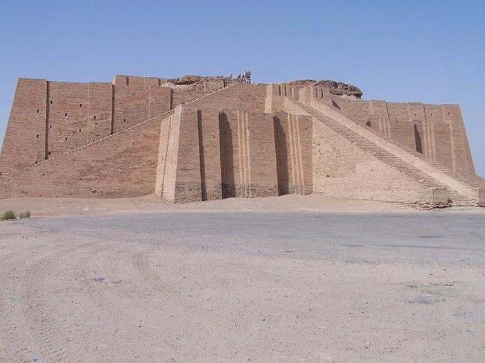 Зиккурат в Уре, Ирак.