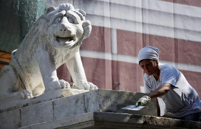 Реставратор скульптур. фото: caoinform.ru
