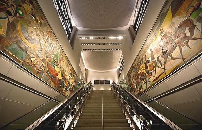 Настенные росписи в аэропорту имени Джона Кеннеди. фото: itanews.ru