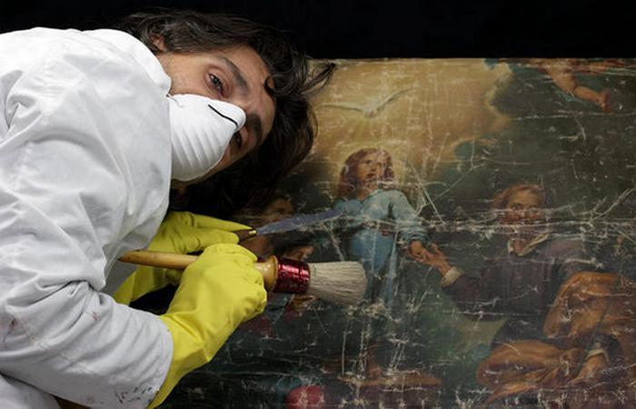 Современные реставраторы. фото: mentalfloss.com
