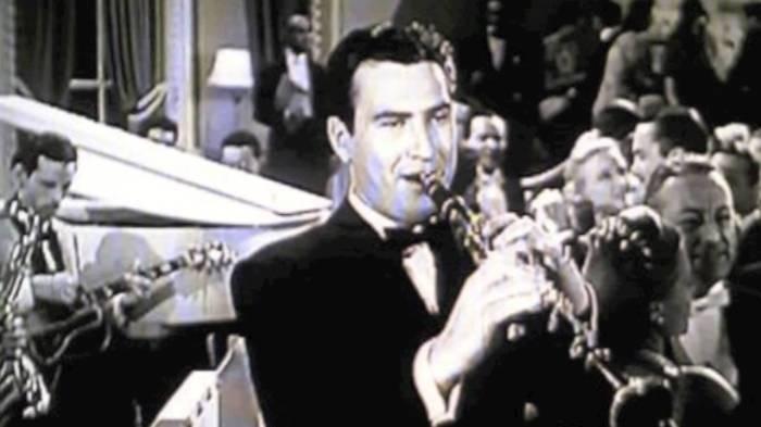 Арти Шоу играет джаз.