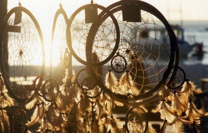 Ловцы снов обязательно содержат «священные предметы». / Фото: thevintagenews.com