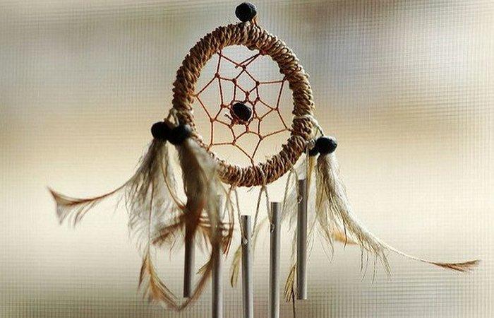 Хорошие сны просочатся через небольшое отверстие в центре. / Фото: thevintagenews.com