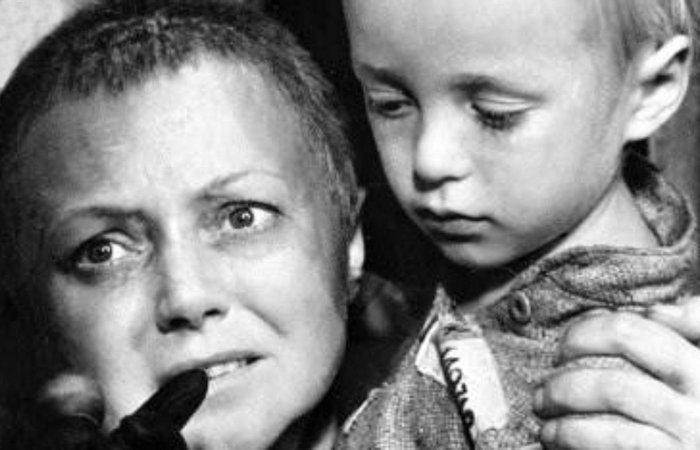 Людмила Касаткина с маленьким сыном. / Фото: randomfilms.ru