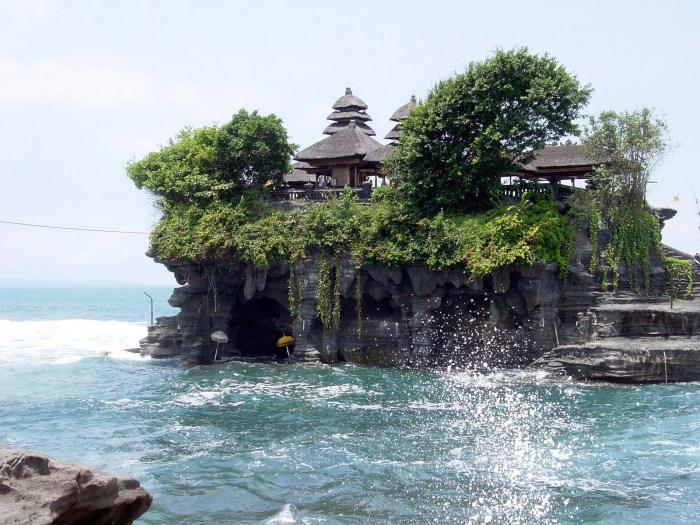 Танах Лот, Индонезия.